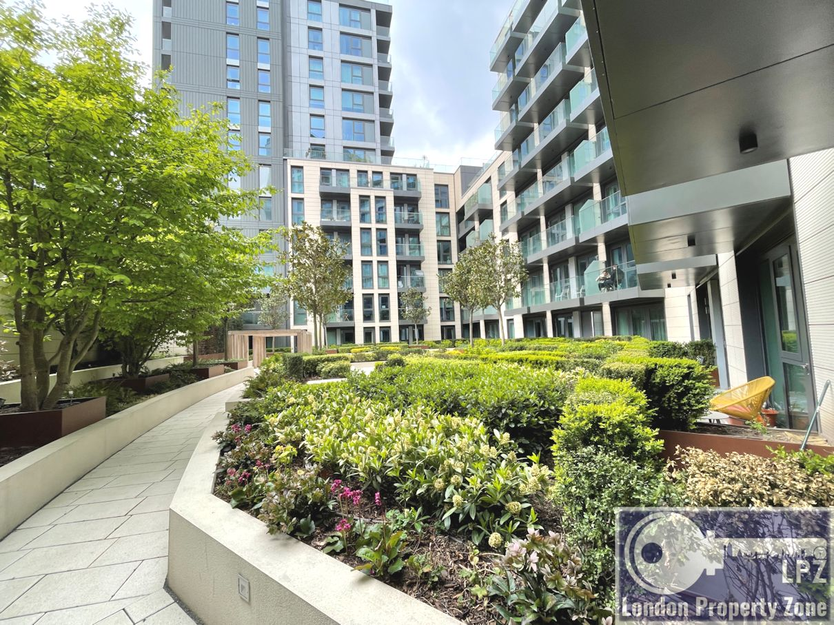 Modern, 4th floor, 1 bed, flat, apartment,  with ,BALCONY, in, Sovereign Court, Hammersmith, W6, Hammersmith estate agent, estate agent, London Property Zone