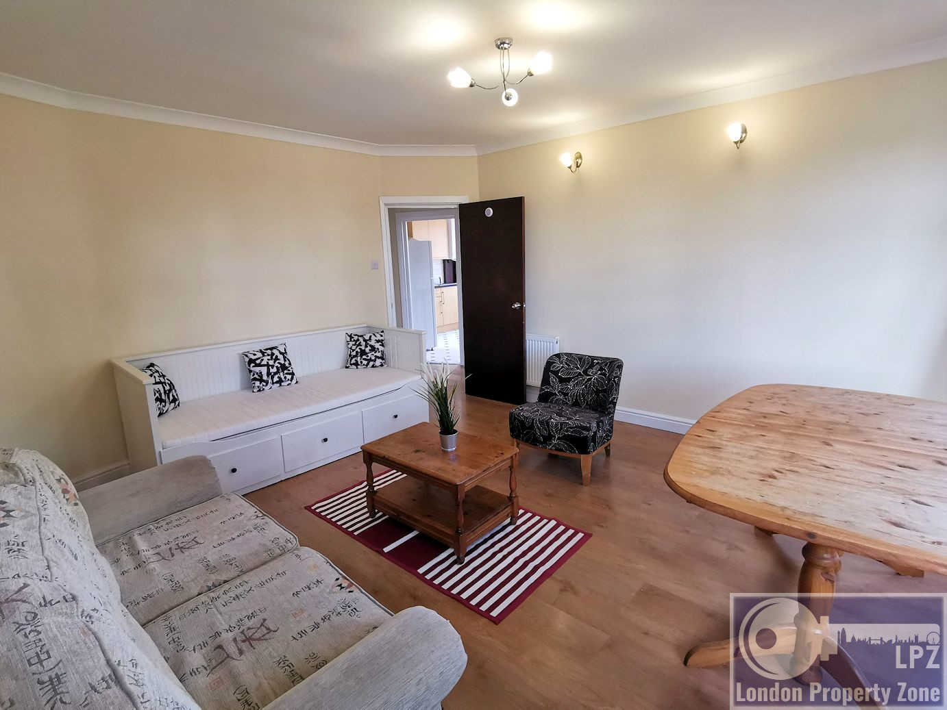 3 bed, 1st floor, flat for sale,in, Wakermans Hill Avenue, NW9, Rochester Court, Kingsbury, Esatte agents, London Property Zone, Kingsbury Esatte agents,